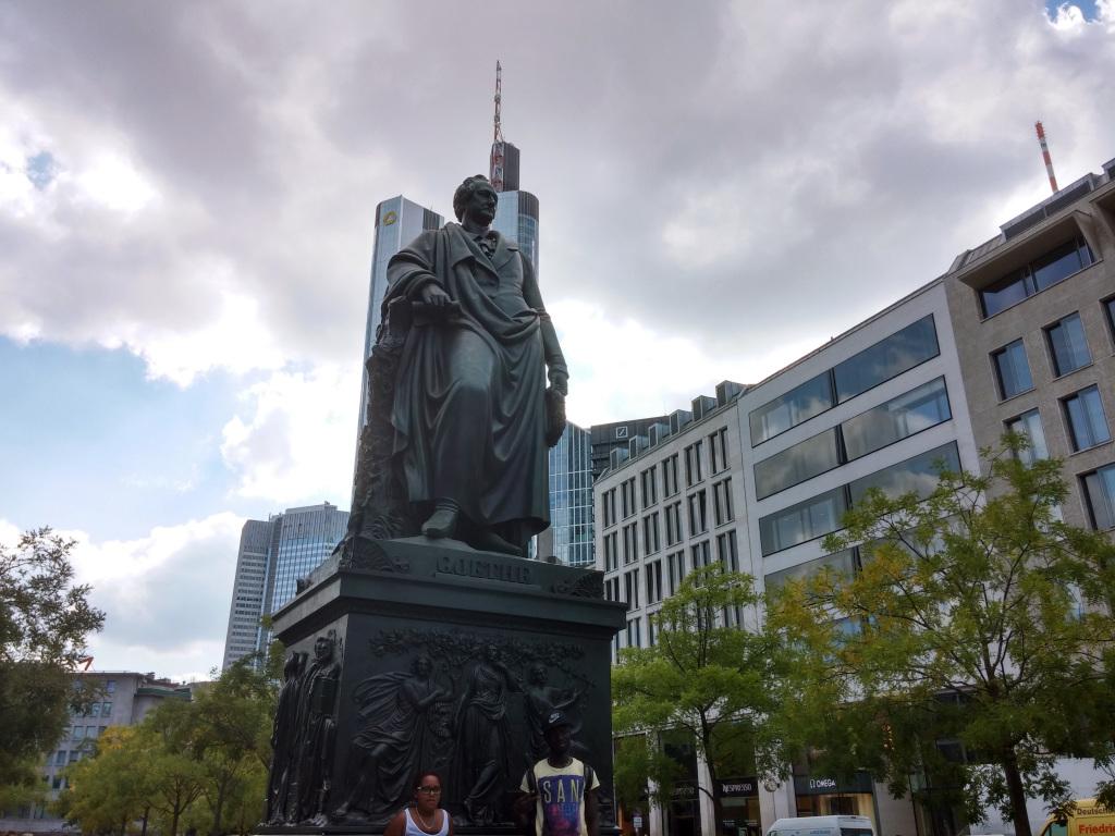 GoetheStatue